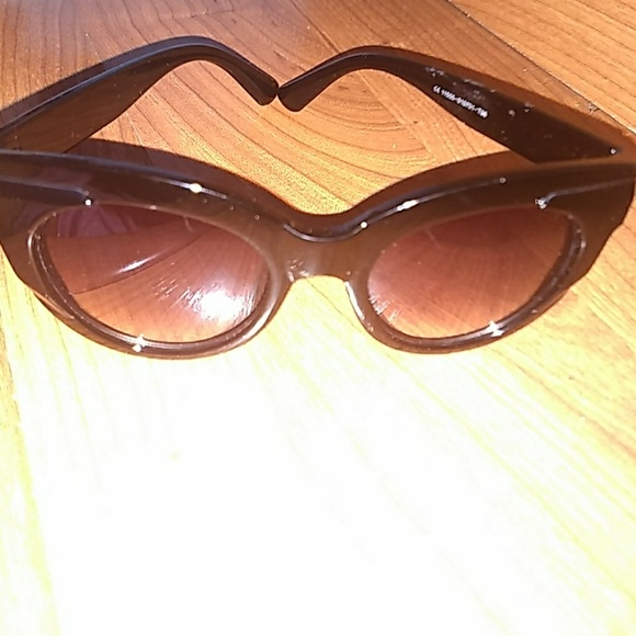 5b1f06a3e889 Accessories - Oversized Cat eye sunglasses NWOT